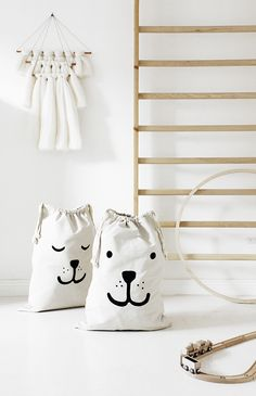 Kids room inspiration // Love the bags! Nursery Room, Kids Bedroom, Diy For Kids, Gifts For Kids, Childrens Room, Deco Kids, Modern Kids, Kid Spaces, Kidsroom