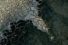 YannArthusBertrand2.org - Fond d écran gratuit à télécharger    Download free wallpaper - Vase craquelée en Camargue, Bouches-du-Rhône, France (43°24' N – 4°40' O).