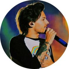 louis tomlinson and only louis. Twitter Header Photos, Twitter Backgrounds, Twitter Layouts, Harry Styles, One Direction Louis Tomlinson, Twitter Icon, Best Song Ever, Pin On, Julia