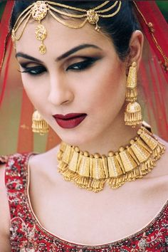 Pakistani Bridal Makeover / wedding Makeup Fashion for Women and the party days it have need. You may search Bridal Beauty Makeover and Real Bridal makeover is here for you. Pakistani Bridal Jewelry, Indian Bridal Makeup, Pakistani Bridal Dresses, Bridal Beauty, Bridal Jewellery, Asian Bridal, Bride Makeup, Wedding Makeup, Bridal Makeover
