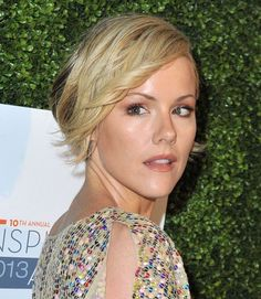 Kathleen Robertson is Hildy on the TV show