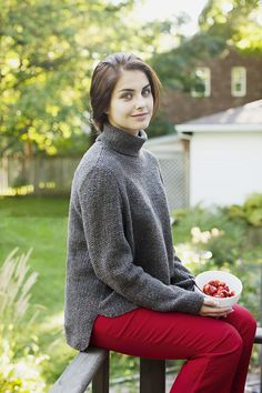 Brooklyn Tweed Pattern, Bowen, Pullover, 8 Pages Rustic Outfits, Top Mode, Brooklyn Tweed, How To Purl Knit, Red Pants, Knit Patterns, Knit Crochet, Knitwear, Turtle Neck