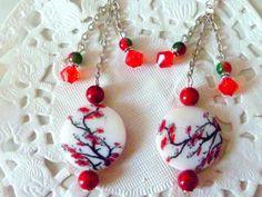 """Bijoux fantaisie : boucles d'oreille pendantes perle nacre """"cerisier japonais"""" et perles rouges, montées sur chaînette : Boucles d'oreille par la-boutique-de-nath"""