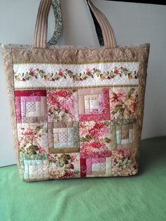 Irina Galushka's photos 9 albums – Bag Ideas Quilted Tote Bags, Patchwork Bags, Patchwork Designs, Bag Patterns To Sew, Quilted Purse Patterns, Sewing Patterns, Fabric Bags, Fabric Basket, Handmade Bags