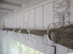 old oar and white drapes Lakeside Cottage, Hanging Curtains, Curtain Rods, Cottage Style, Diy Home Decor, Family Room, Saunas, Interior Decorating, Sweet Home