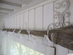 vanha airo,harmaa,valkoinen,koukku,verhotanko,verho,verhot,verhotangot,aitta,makuuhuoneen sisustus,makuuhuoneen tekstiilit,paneeliseinä,tuun...
