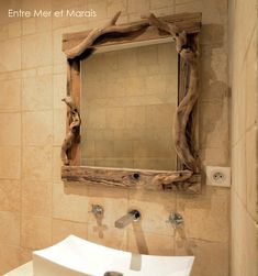 Miroir en bois flotté 1 Diamètrede la glace 60 cm, avec les bois 100 cm 430 € Source photo : Manade des Baumelles Miroir bois...