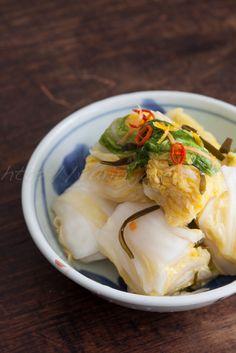 HAKUSAI no TSUKEMONO aka HAKUSAI no SHIOZUKE aka HAKUSAI SOKUSEKIZUKE (quick pickled napa cabbage) ~~~ each japanese kitchen goes for a personalized flavor profile (my mother and i like to add strips of carrot, ginger, konbu, and red pepper flake, to taste). these pickles are the easiest of easiest to prepare. i especially enjoy the self-contained pickle presses http://kayshomecookedmeals.files.wordpress.com/2011/04/tsukemono1.jpg [Japan] [yuriri.jugem] [kelp, konbu, kombu, dashima, haidai]