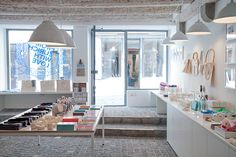 Last Minute: Townhouse Zurich feiert Geburtstag. Retail Interior, Interior And Exterior, Interior Design, Last Minute, Zurich, Flea Market Displays, Relax, Fresh And Clean, Retail Space