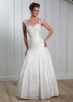 New Style Straps Sweetheart Lace Floor Length Droppde Pricess Wedding Dress
