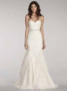 アクア・グラツィエがセレクトした、Blush(ブラッシュ)のウェディングドレス、BLU1402をご紹介いたします。