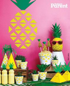 How to throw a pineapple party Aloha Party, Fiesta Party, Luau Party, Flamingo Birthday, Flamingo Party, Snacks Für Party, Tropical Party, Happy B Day, Holidays And Events