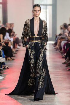 Elie Saab Herbst 2019 Couture Fashion Show - Elie Saab Herbst 2019 Couture Kollektion – Vogue - Elie Saab Haute Couture, Couture Mode, Haute Couture Dresses, Couture Fashion, Runway Fashion, Moda Fashion, High Fashion, Fashion Show, Fashion Design