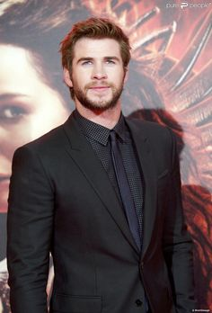 Liam Hemsworth : Exit Eiza Gonzalez, le beau brun officiellement célibataire !