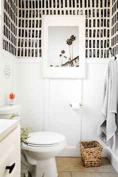Small Rental Bathroom, Rental Makeover, Modern Farmhouse Bathroom, Modern Bathroom Paint, Chic Bathrooms, Bathroom Inspiration, Bathroom Wall, Bathroom Ideas, Apartment Therapy
