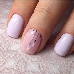 April nails, Delicate nails, Delicate spring nails, flower nail art, Nails under a lilac dress, Paleliliac nails, Purple nails, Spring designs for nails