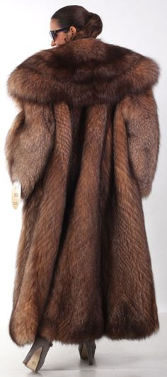 gorgeous, thick fox fur coat. Love the oversize collar