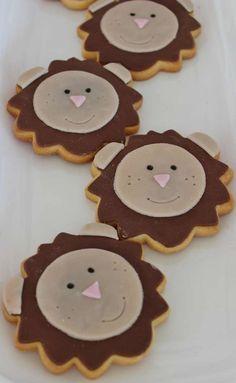 Lion Cookies by Violeta Glace Lion Cookies, Monkey Cookies, Cute Cookies, Jungle Safari Cake, Safari Cakes, Jungle Party, Candy Bar Cookies, Cupcake Cookies, Cupcakes