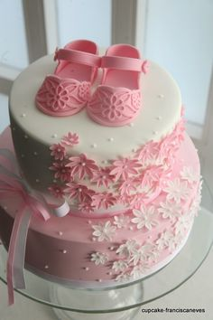 #sugarshoes #babygirlcake #cupcakefranciscaneves
