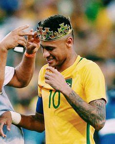 to the first golden medal Best Football Players, Football Is Life, Football Fans, Soccer Players, Neymar Jr, Neymar Football, Cristiano Ronaldo Portugal, Neymar Brazil, Football Quotes