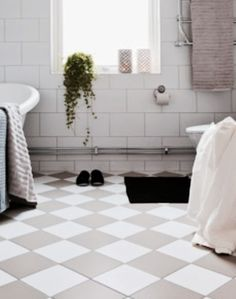 Bathroom Inspiration, Bath Mat, Tile Floor, Bathtub, Flooring, Interior, Lounge Wear, Home Decor, Standing Bath