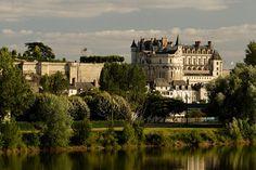 Construit en surplomb de la Loire, le château d'Amboise figure parmi les premiers témoins architecturaux de style Renaissance en France.