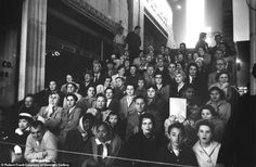 Robert Frank, Fans at a Movie Premiere, Los Angeles, 1955 Inverness, Robert Frank Photography, Juke Box, Fotojournalismus, Tokyo Museum, Milwaukee Art Museum, Powerful Pictures, National Gallery, Popular Photography