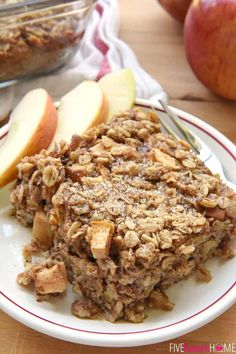 Tender apples, warm cinnamon, and sweet maple syrup flavor this wholesome Apple Cinnamon Baked Oatmeal, sure to become a new fall favorite! Make Ahead Breakfast, Breakfast Bake, Breakfast Dishes, Breakfast Recipes, Breakfast Ideas, Breakfast Cassarole, Vegan Breakfast, Baked Oatmeal Recipes, Baked Oats