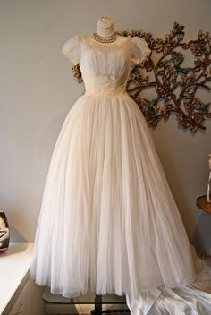 Wedding Dress / 50s Wedding Dress / Vintage 1950s Wedding Dress of Ivory and Cream Chiffon and Lace with Modest Train by Milgrim  Size XS.