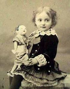 Early photos showing Japanese dolls