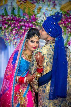 Indian Bride Photography Poses, Indian Bride Poses, Indian Wedding Poses, Indian Wedding Couple Photography, Photography Couples, Bridal Photography, Hindu Wedding Photos, Indian Wedding Pictures, Indian Bridal Photos