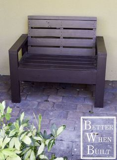 Cool Pallet Bench for a garden, porch, or patio......