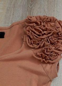 Kupuj mé předměty na #vinted http://www.vinted.cz/damske-obleceni/tricka/12417562-krasne-hnede-triko