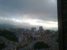Amanecer!!! El Ávila y las nubes