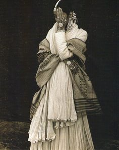 "Facing India – Portraits of Bharat India Marcus Leatherdale, ""Gitanjali – New Delhi (Bharat India)"". Vintage India, Vintage Gypsy, We Are The World, People Of The World, Mehndi, Henna, Costume Ethnique, Travel Photographie, Folklore"