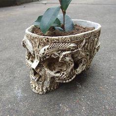 Archaic Skull Flowerpot (handmade)