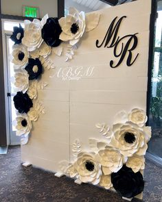 Wedding decorations - Elegant black and white backdrop ✨wedding blackandwhite blackandwhitetheme weddingdecor knollwoodcountryclub… Diy Wedding, Dream Wedding, Wedding Ideas, Budget Wedding, Elegant Wedding, Wedding Reception, Wedding White, Woodland Wedding, Trendy Wedding