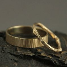 This is such a refined, yet rustic wedding set! It is perfect for any nature lover or the couple that just wants something unique. The thin band is our hand cast solid gold twig ring. Sturdy, yet dainty, this band measures 1.5mm in diameter at its thinnest point and approximately 2.5mm