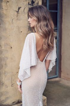 Anna Campbell brings the latest bridal collection Wanderlust via Pacific Weddings . - Anna Campbell launches the latest Wanderlust bridal collection via Pacific Weddings - Anna Campbell Bridal, Vestido Anna Campbell, Anna Campbell Dress, Bohemian Bride, Bohemian Wedding Dresses, Bridal Dresses, Wedding Gowns, Bridesmaid Dresses, Backless Wedding
