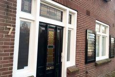 Jaren30woningen.nl | Voordeur van #jaren30 woning Garage Doors, Windows, Outdoor Decor, Home Decor, Decoration Home, Room Decor, Interior Design, Home Interiors, Window
