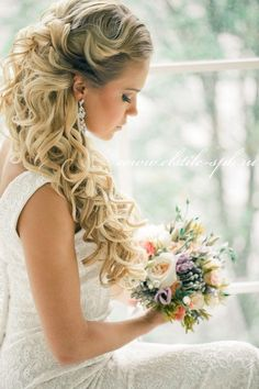 Wedding Hairstyle with sleek long curls & neutral make-up