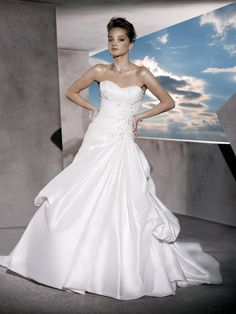 Taffeta Classic A-line Asymmetrical Ruched Wedding Dress with Sweetheart Neck