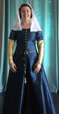 See Jane Sew: 14th century blue silk cotehardie worn over a gold silk kirtle