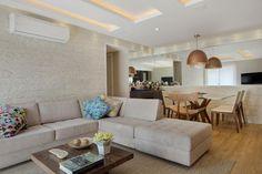 Veja aqui diversos modelos de sofás de canto para inspirar a decoração da sua sala de estar ou da sua sala de tv. Ele otimiza e deixa o ambiente confortável