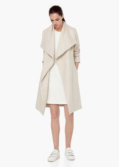 Wełniany płaszcz z klapami