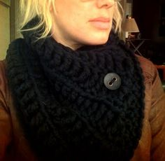 Free Pattern.  Lovely cowl,(neck warmer) using a giant 16mm crochet hook