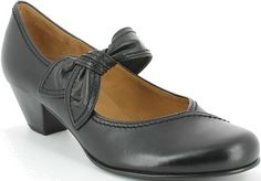 Gabor női bőr magassarkú cipő Oxford Shoes, Pumps, Black And White, Women, Fashion, Moda, Black N White, Fashion Styles, Pumps Heels