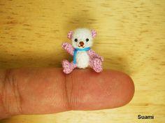 Kleine Puppe Amigurumi Bear - Micro Thread häkeln Miniatur Mohair weiß rosa Bär Schal blau-Made To Order