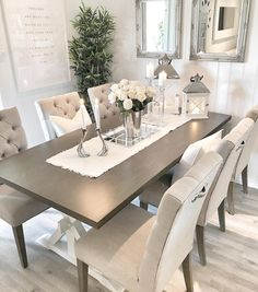 Ønsker dere en fin kveld 💛✨ Inne hos oss er det 30 varmegrader nå, men he… - Popular Elegant Dining Room, Luxury Dining Room, Beautiful Dining Rooms, Dining Room Design, Dining Room Furniture, Dining Room Table Centerpieces, Dinner Room, Dining Room Inspiration, Dinning Room Ideas