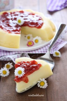 Finta cheesecake allo yogurt Sweet Desserts, Sweet Recipes, Cake Recipes, Dessert Recipes, Best Italian Recipes, Favorite Recipes, Cheesecake, Torte Cake, Something Sweet